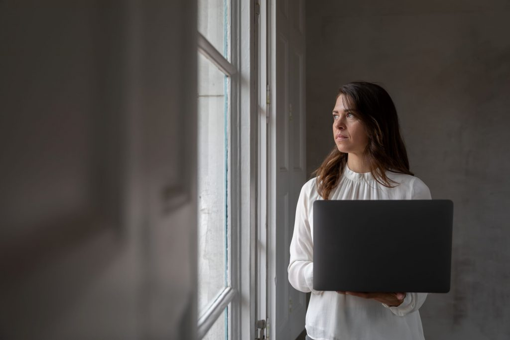 woman at home with a laptop